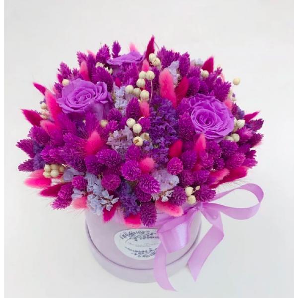 Flower Tavern Box 30 with eternal roses (box size 15x15 cm)