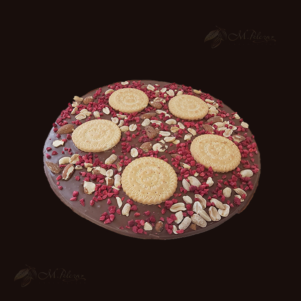 M.Pelczar Czekoladowa Pizza z migdałami, malinami i ciastkami 400g