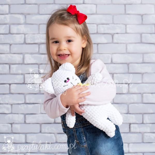 Przytulaki Przytulanka szydełkowa kotek ze wstążką